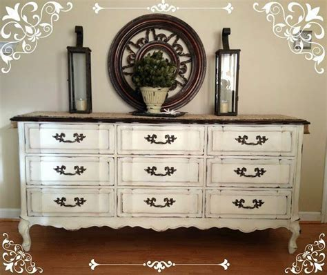 Best Way To Paint A Dresser White by Best 25 Vintage Dressers Ideas On