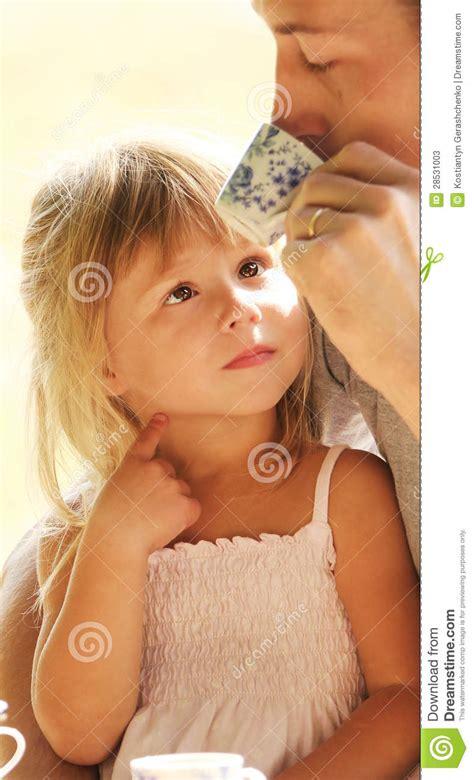 www incesto padre hija padre e hija fotos de archivo imagen 28531003