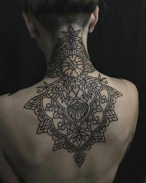 tatuaggio fiore di loto spalla fiore di loto significato come tatuaggio sulla spalla di