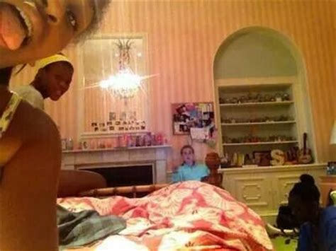 sasha obama in her white house bedroom malia and sasha