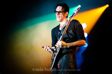 steve vai sofa live music concerts festivals recording sessions