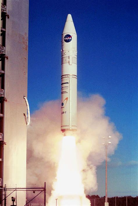 Raket Usa file athena 1 rocket launching from kodiak island jpg