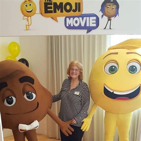 emoji film surfer pistool geld sony the emoji movie now in theaters emojimovie