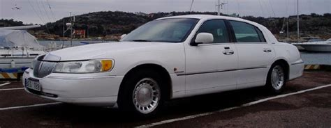 lincoln town car overview cargurus