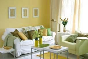 Petite Cuisine Avec Bar #15: Peinture-murale-couleur-jaune-coussins-deco-salon-ensemble-canape-.jpg
