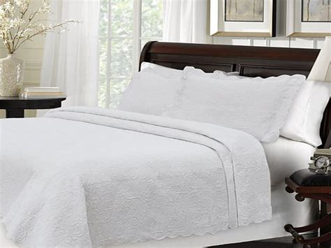 What Is A Coverlet White Matelasse Coverlet Macy S Twin