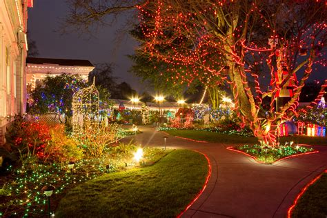 here s the best 13 places in oregon to see christmas