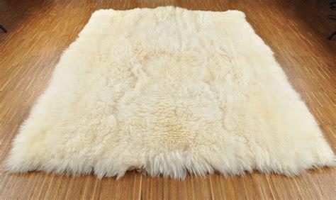 White Lambskin Rug by Lambskin Rug White 200 X 160 Cm Kuhfelle