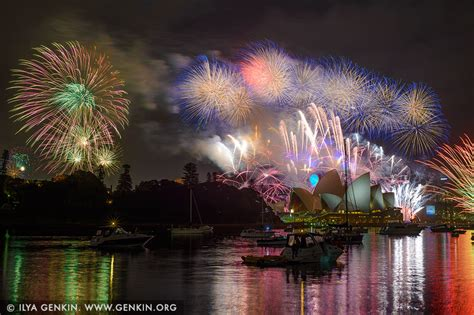 new year 2015 sydney sydney s new year fireworks 2015 harbour bridge