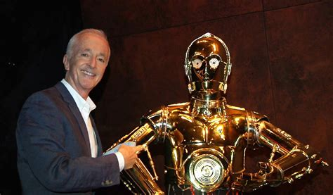 anthony daniels force awakens c 3po does something special in star wars the force