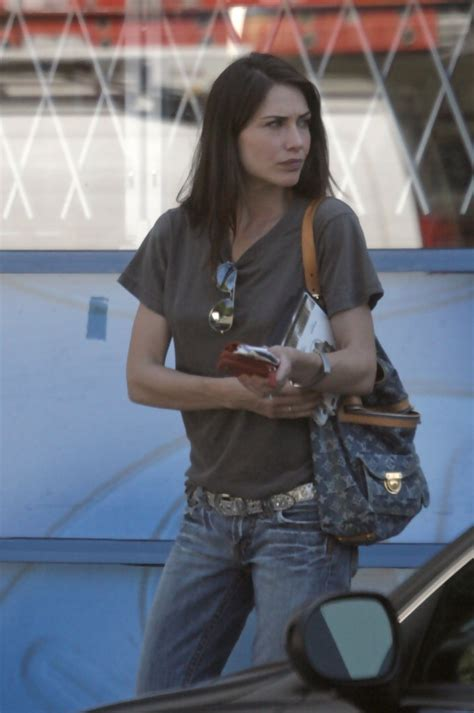 claire forlani street style more pics of claire forlani aviator sunglasses 3 of 15