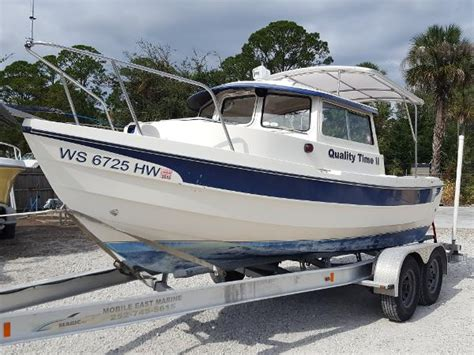 2004 C Dory 19   19 foot 2004 Pursuit C Motor Boat in