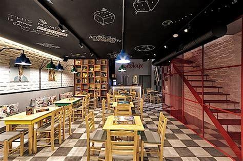 design interior cafe unik inspirasi papan permaianan untuk desain interior cafe