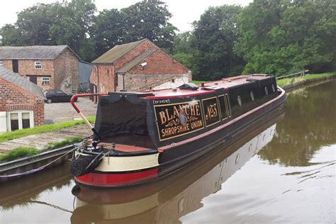 types of model boats narrowboat canal boat types narrowbeam widebeam
