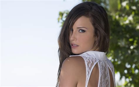 malena with a 10 hd malena wallpapers hdwallsource