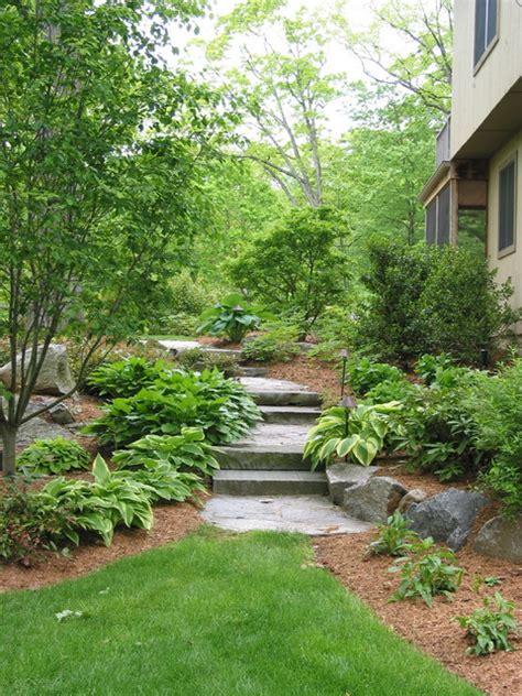 norwalk contemporary path thru side yard