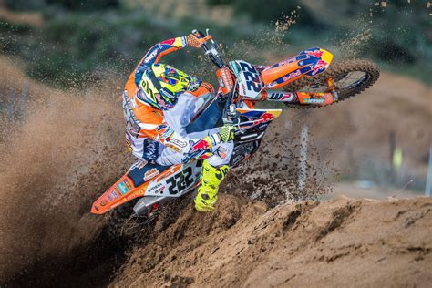 Foto Motocross Ktm Tony Cairoli Fermato Da Un Infortunio Motocross It