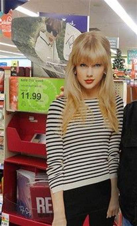 Life Size Taylor Swift Poster   taylor swift lifesize cardboard standups taylor swift