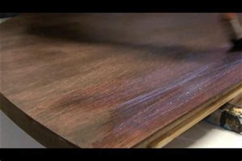 Tisch Lackieren Schleifpapier by Video Holztisch Abschleifen So Geht S