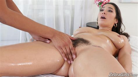 Deep Oral Sex After Passionate Massage And Lesbian