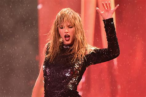 taylor swift concert videos watch taylor swift wipe out onstage video