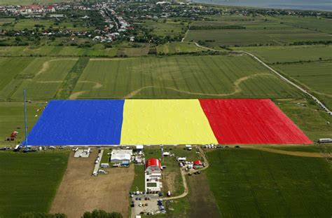 flags of the world large images romania sets guinness world records for largest flag photos