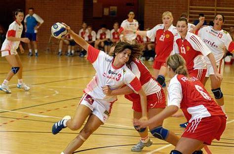 imagenes de niños jugando al handbol balonmano femenino fotos e imagenes