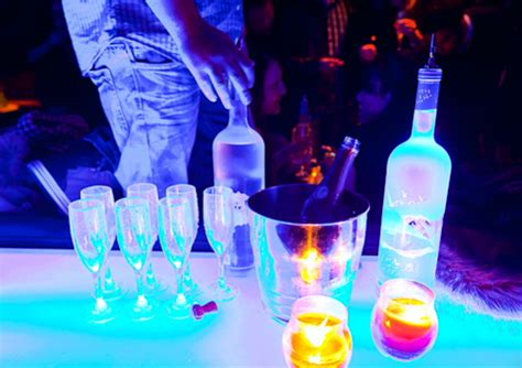 vodka tonic blacklight idea glow in the drinks