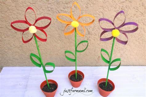 imagenes de rosas hechas en foami flores hechas con tubos de papel reciclados just for mami