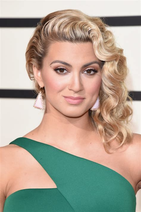 what side does tori kelly part her hair tori kelly jewelry looks stylebistro