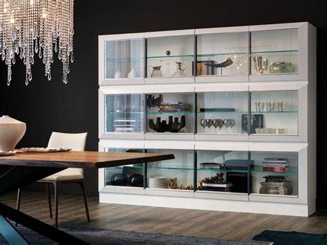 credenze moderne con vetrina come scegliere la credenza consigli utili design mag