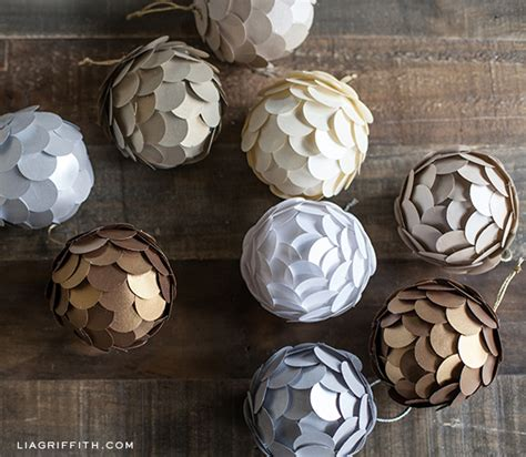 Make Paper Balls - diy metallic paper ornament for your tree
