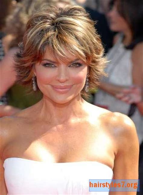 rinna haircolor lisa rinna short layered and highlighted emmy hairstyle