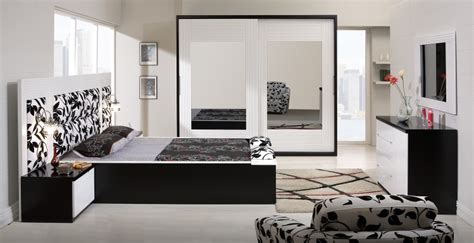 White Comforter Bedroom Design Ideas wonderful mirrored bedroom decor and furniture set