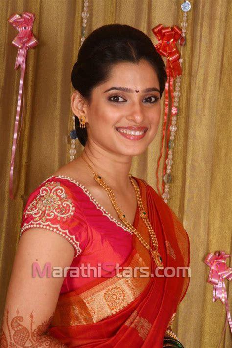 wallpaper heroine wali priya bapat marathi actress photos biography wallpapers