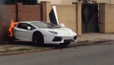 lamborghini aventador in half lamborghini aventador splits in half after a brutal crash