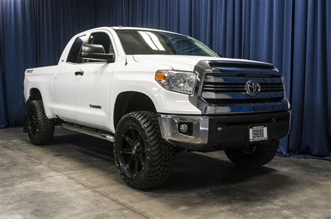 toyota tundra lifted used lifted 2017 toyota tundra sr5 4x4 truck for sale 37341