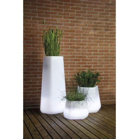 vasi luminosi vasi luminosi complementi d arredo per il giardino