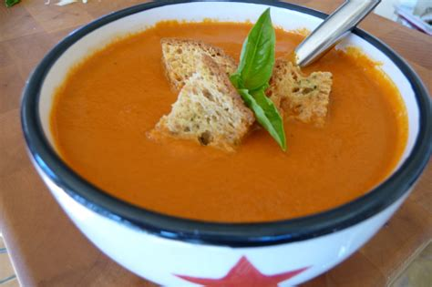 creamy tomato soup with garlic herb croutons gf df the nourishing home