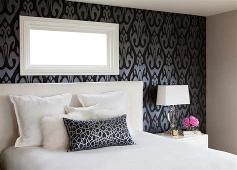 accent wallpaper schlafzimmer bedroom with black and silver ikat wallpaper