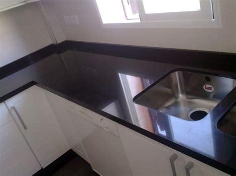encimera negro zimbawe foto encimera de granito negro zimbawe de m 225 rmoles y
