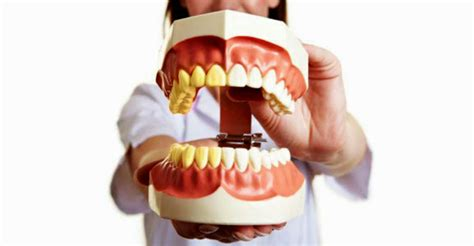 how to clean your teeth and gums at home