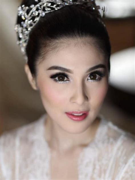 Make Up Pengantin Dewi Tian makeup metalik dewi di pernikahan impian