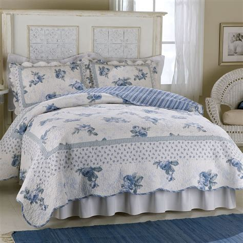 Blue Quilts And Coverlets American Traditions Blossom Blue Cotton Quilt Home