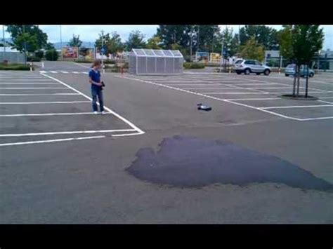 Ferngesteuertes Auto Mit Benzin by Ferngesteuerter Benziner Auf Real Parkplatz Youtube