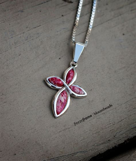 how to make flowers into jewelry turn your memorial flowers in to jewelry jewelry