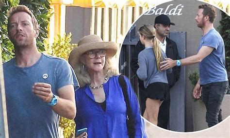 apple martin and chris martin chris martin dines with ex mother in law blythe danner