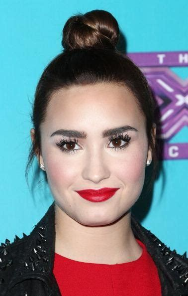 Demi Lovato shares some eyebrow wisdom with fans by