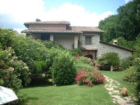 giardino in casa progettare un giardino rustico pieno di colori e calore