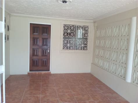 1 bedroom flat in kingston 1 bed 1 bath flat for rent in molynes gardens kingston